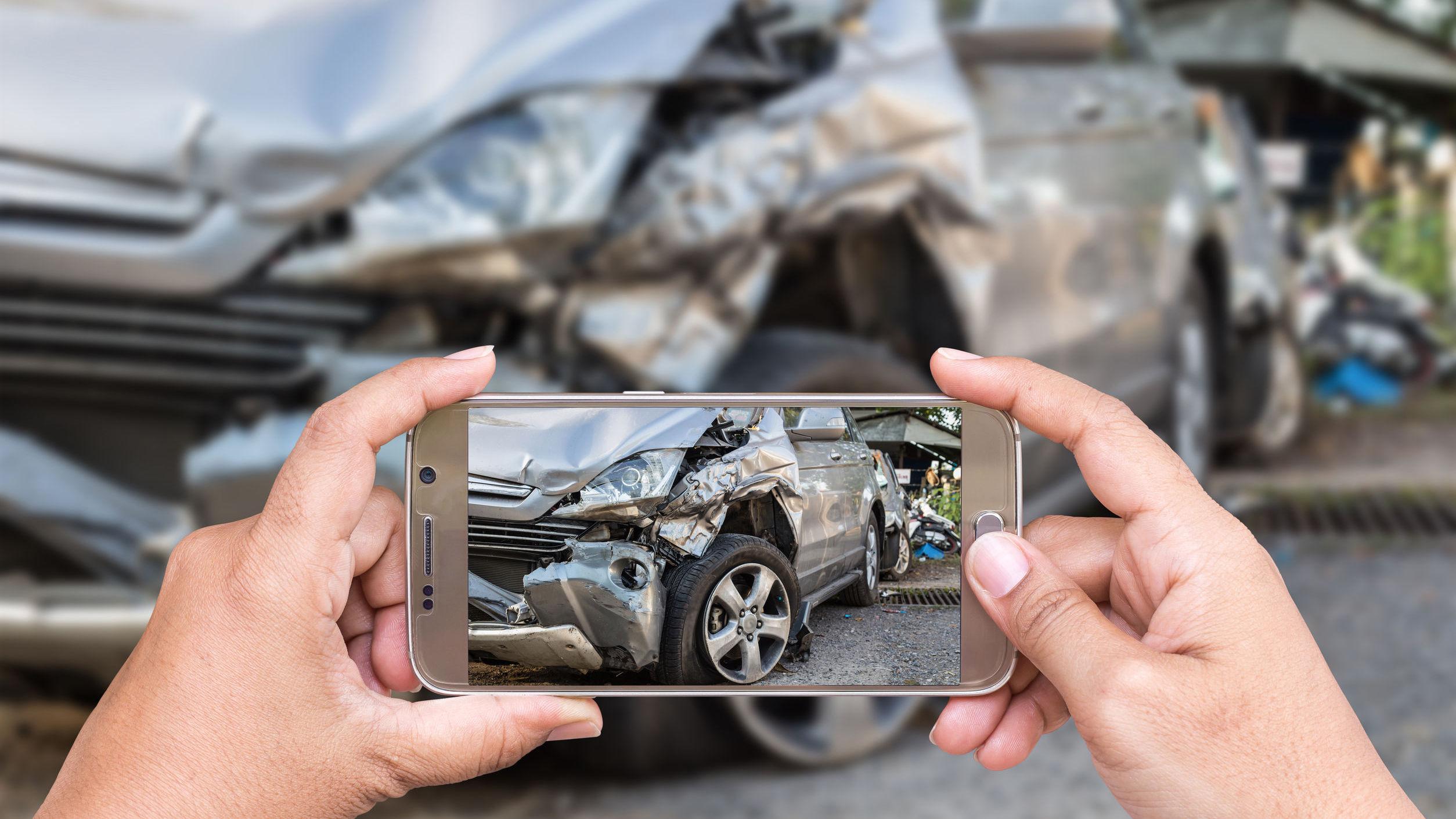 car-wreck-phone-001